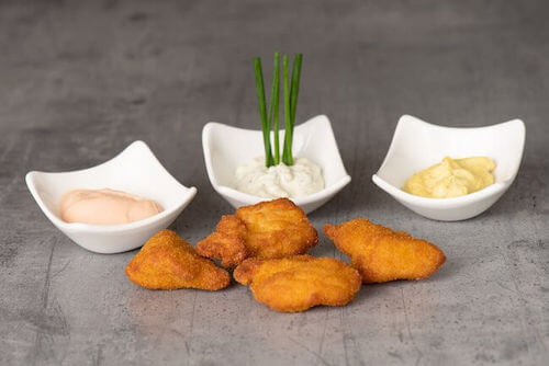 d) Chicken Nuggets mit Sauce