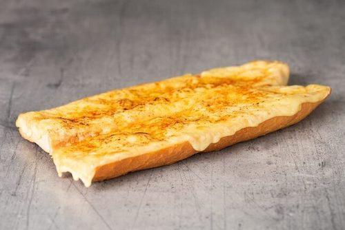 Baguette mit Poulet, Schinken, scharfer Salami oder Raclettekäse