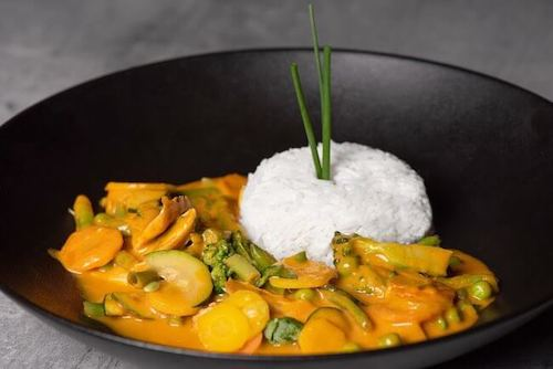 Roter Thai Curry mit Basmati Reis (Chicken oder Vegetarisch)